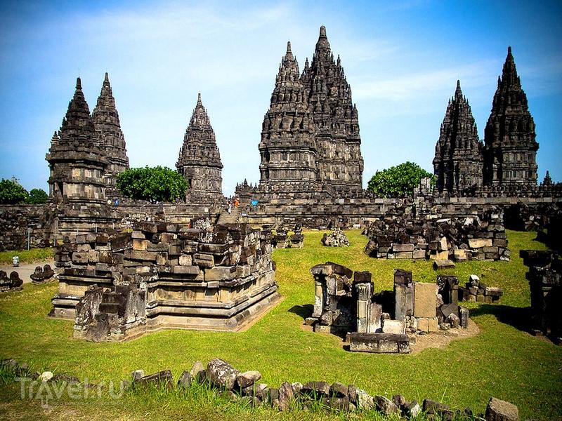 Прамбанан - крупнейший в Индонезии храмовый комплекс / Индонезия