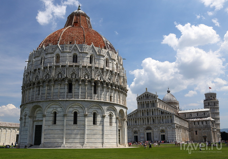 На Piazza dei Miracoli в Пизе, Италия / Фото из Италии