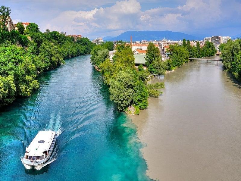 Место слияния рек Рона и Арв находится в районе La Jonction на западе Женевы / Швейцария