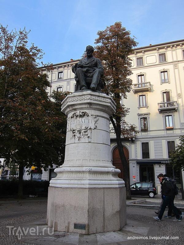 Памятник Джованни Баттиста Пьятти (Giovanni Battista Piatti) в Милане, Италия / Фото из Италии
