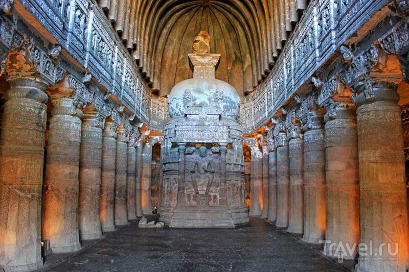В пещерном храме Аджанты, Индия / Фото из Индии