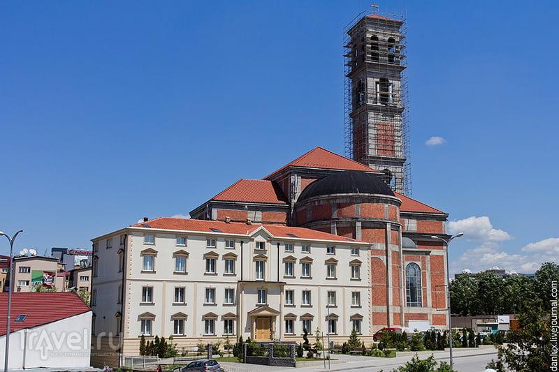 Католический храм имени Матери Терезы в Приштине, Сербия / Фото из Сербии