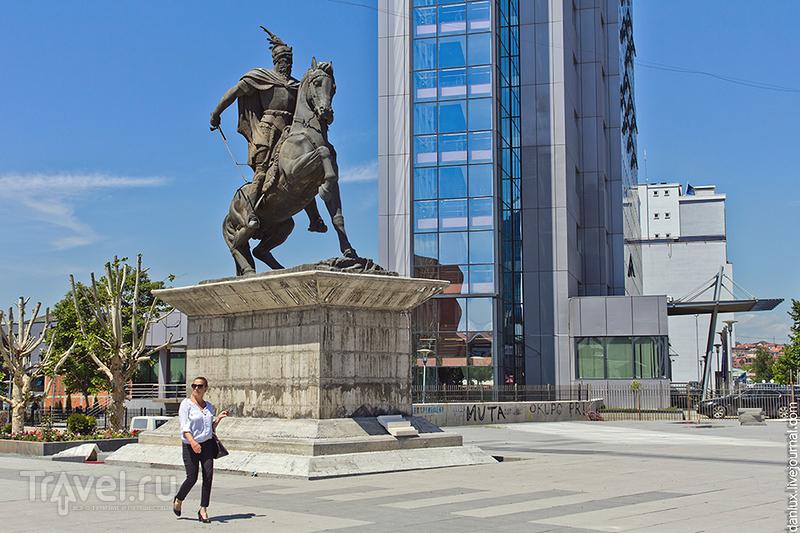 Памятник Скандербергу в Приштине, Сербия / Фото из Сербии