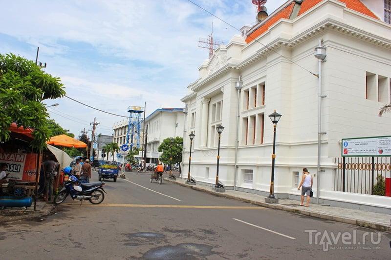 В городе Сурабайя, Индонезия / Фото из Индонезии