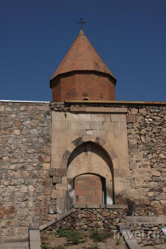 Монастырь Хор-Вирап, Арарат за колючей проволокой и развалины двух царских столиц / Армения