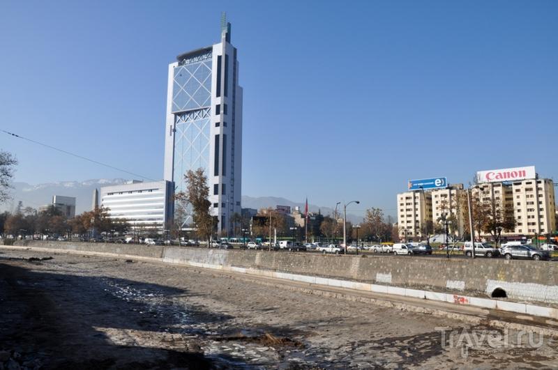 Башня Telefonica в Сантьяго, Чили / Фото из Чили