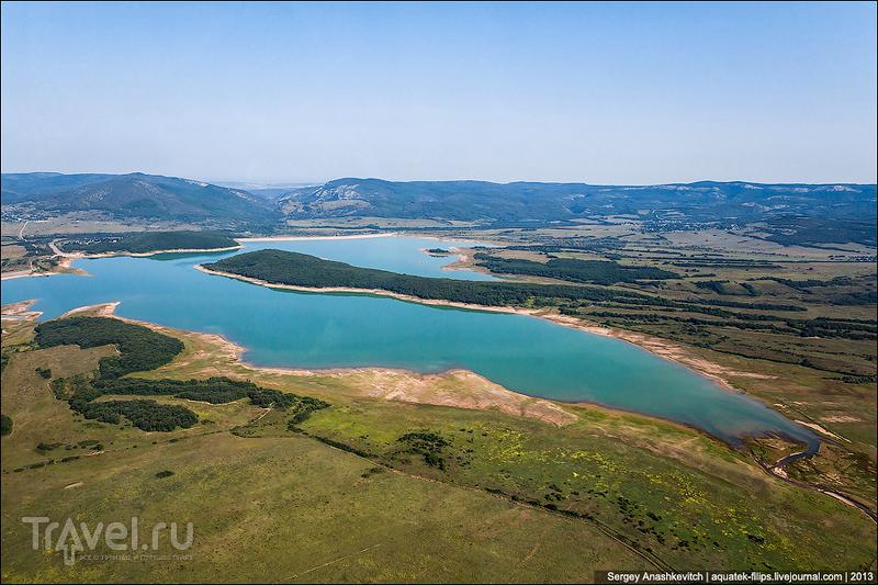 Чернореченское водохранилище и Байдарская долина, Украина / Фото с Украины