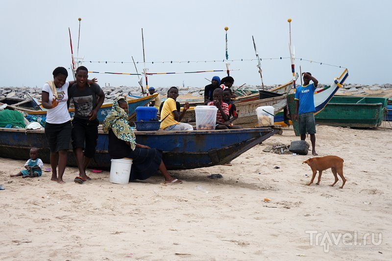 На пляже Тарква-Бич (Tarkwa Beach), Нигерия / Фото из Нигерии