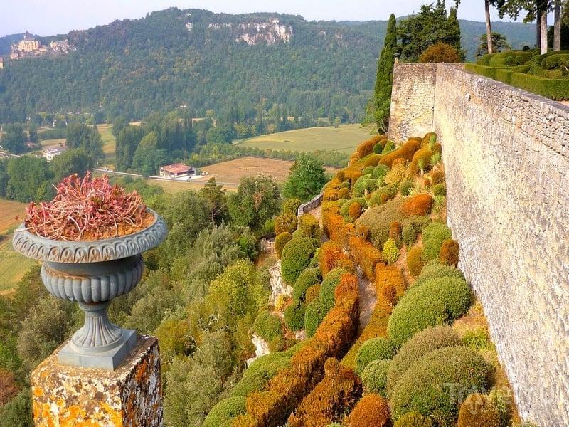 Сады Маркесак расположены над долиной реки Дордонь во Франции / Франция