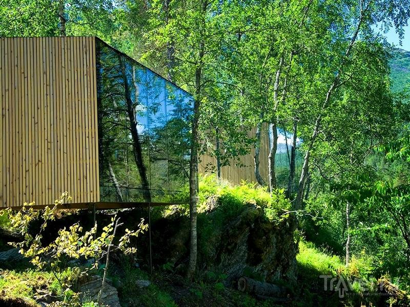 Постояльцам Juvet Landskapshotell, помимо наблюдения за природой, предлагают отправиться на рафтинг, Норвегия / Норвегия