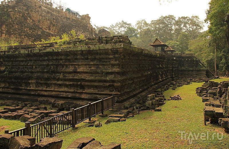 Храм Bapuon в Ангкор-Тхоме, Камбоджа / Фото из Камбоджи