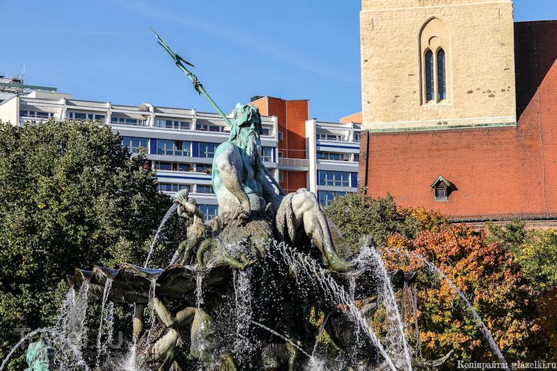 """Фонтан """"Нептун"""" в Берлине, Германия / Фото из Германии"""