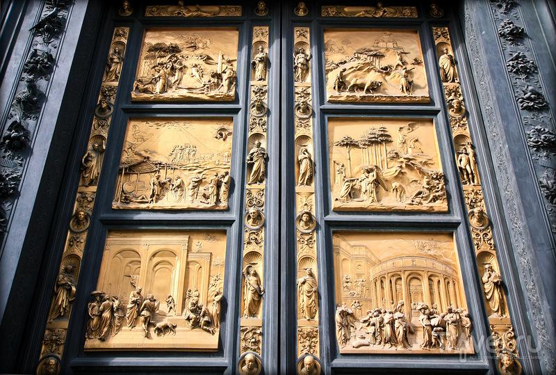 Золотые ворота Баптистерия во Флоренции, Италия / Фото из Италии