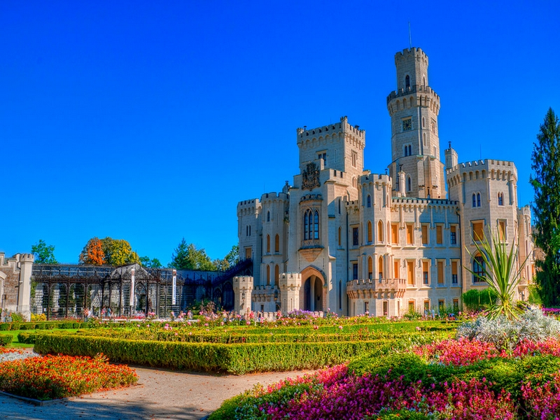 Замок Глубока-над-Влтавоу неофициально носит название чешского Виндзора / Чехия