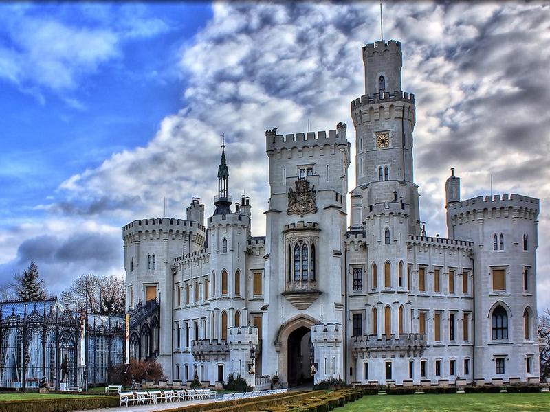 В течение четырех столетий замок Глубока-над-Влтавоу сменил 26 владельцев / Чехия