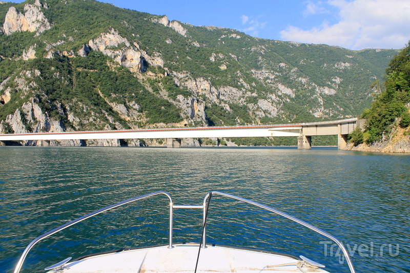 Прогулка по каньону Пивского озера в Черногории / Черногория