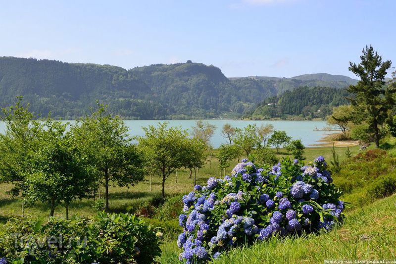 Фурнаш - озеро и город / Португалия