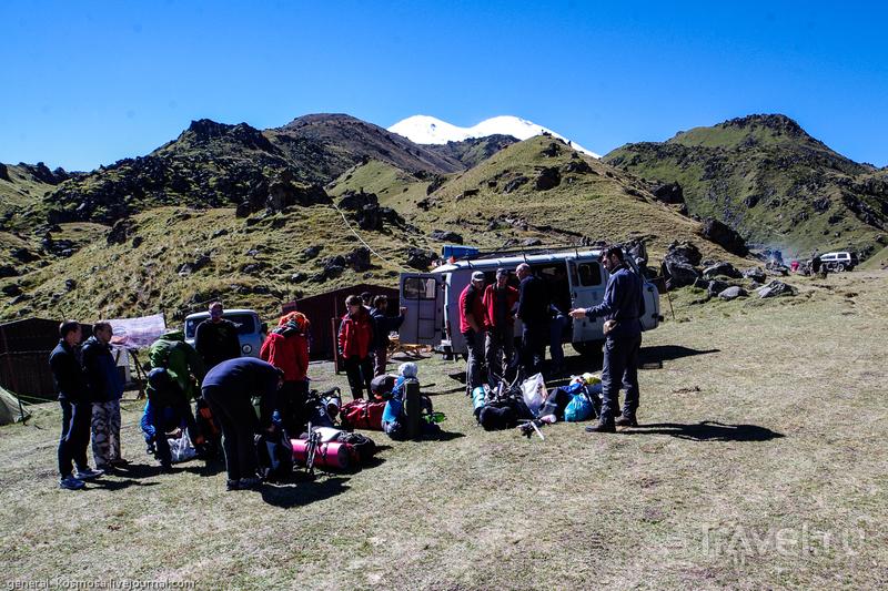 Базовый лагерь альпинистов на краю плато Ирахитсырт, Россия / Фото из России