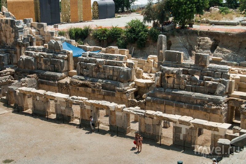 Мира. Скальные захоронения и античный театр / Фото из Турции