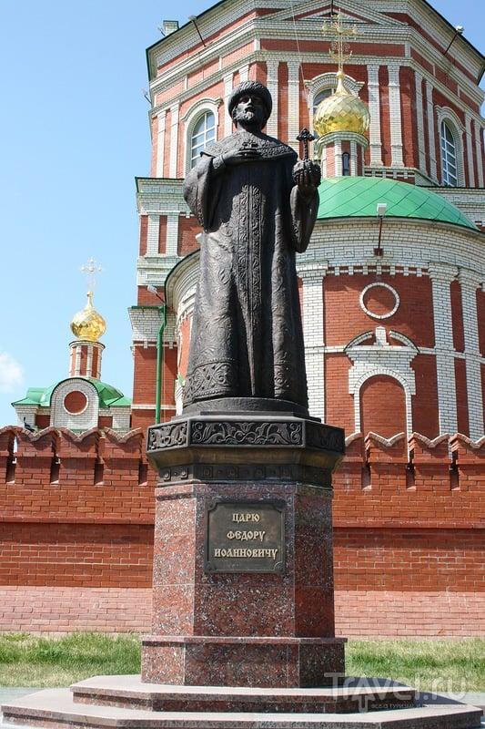 Памятник царю Фёдору первому Иоанновичу в Йошкар-Оле, Россия / Фото из России