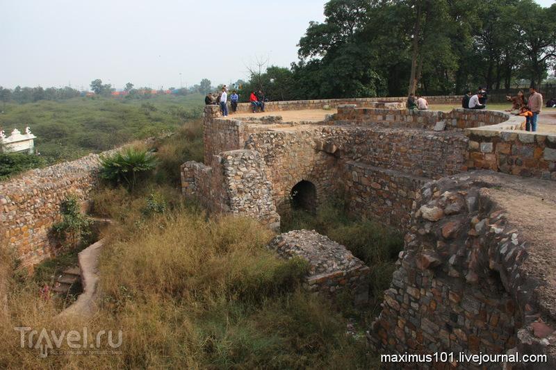 Крепость Пурана Кила - место из эпический сказаний / Индия