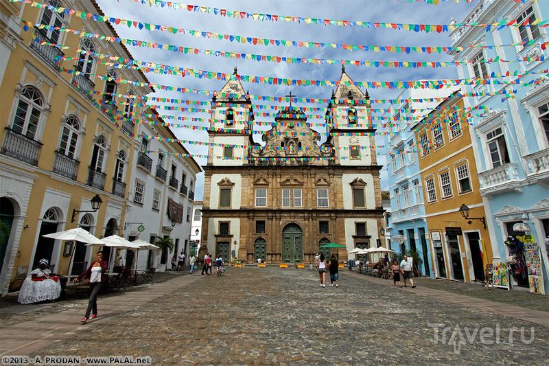 Площадь Terreiro de Jesus в районе Пелуринью в городе Салвадор, Бразилия / Фото из Бразилии