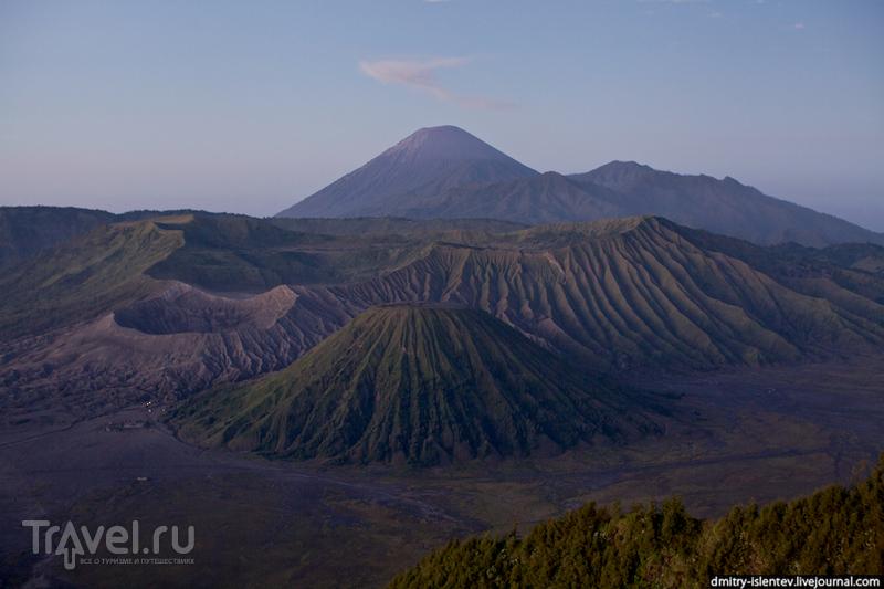 Панорама вулканов Бромо, Баток и Семеру / Индонезия