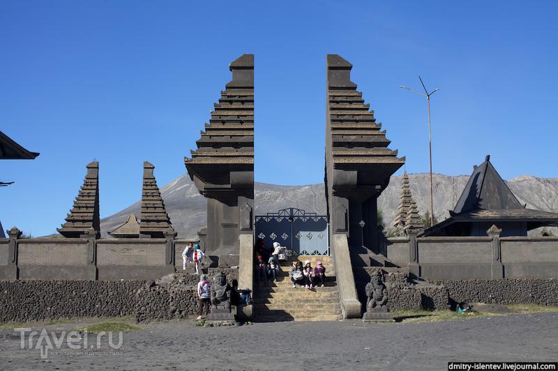 "Храм  ""Пура Лухур Потен Бромо""  (Pura Luhur Ppoten Bromo) / Индонезия"