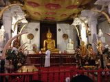 Храм зуба Будды изнутри / Шри-Ланка