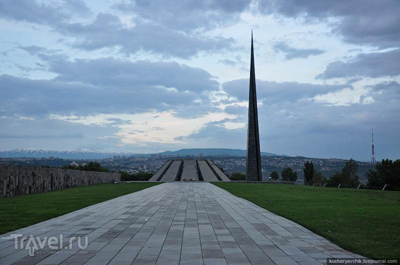 Мемориал жертвам армянского геноцида на горе Цицернакаберд в Ереване, Армения / Фото из Армении