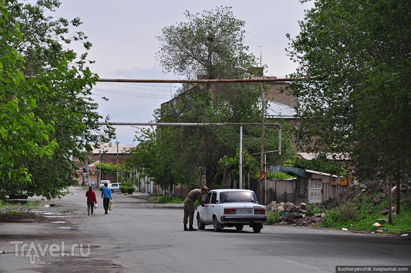 Уличные сцены города Эчмиадзина / Армения
