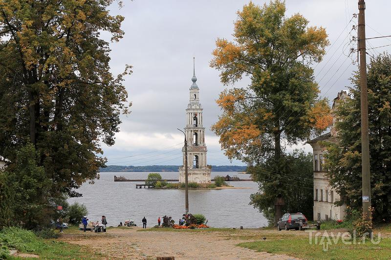 Затопленная колокольня Никольского собора бывшего Николо-Жабенского монастыря в Калязине, Россия / Фото из России