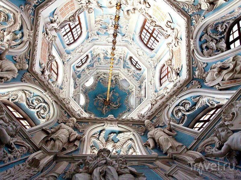 Внутреннее убранство церкви Знамения Пресвятой Богородицы в Дубровицах / Россия