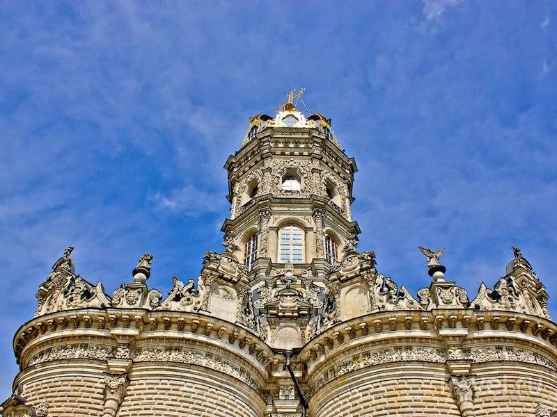 Высота храма составляет 42 метра, Дубровицы / Россия