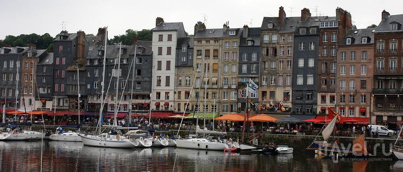 В городе Онфлер, Франция / Фото из Франции
