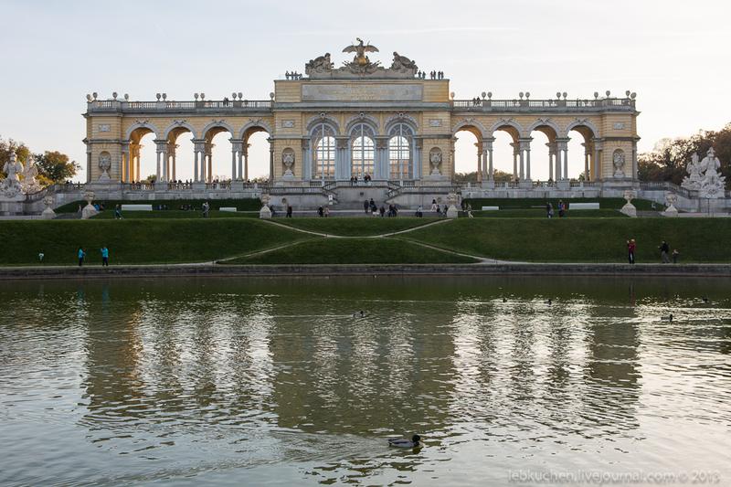 Глориетта (австр. Gloriette) в парке Шёнбрунн, Австрия / Фото из Австрии