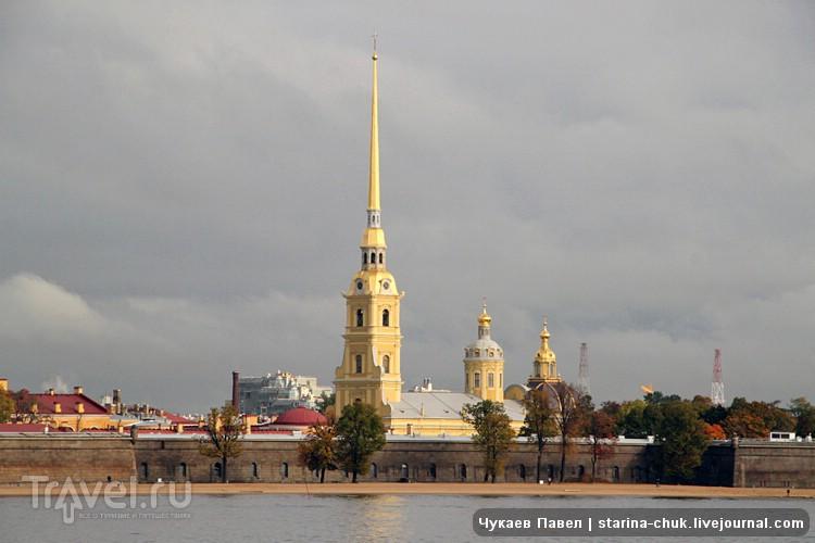 Петропавловская крепость на Заячьем острове в Санкт-Петербурге, Россия / Фото из России