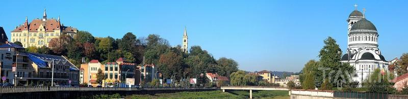 Набережная реки Тырнава-Маре в Сигишоаре, Румыния / Фото из Румынии