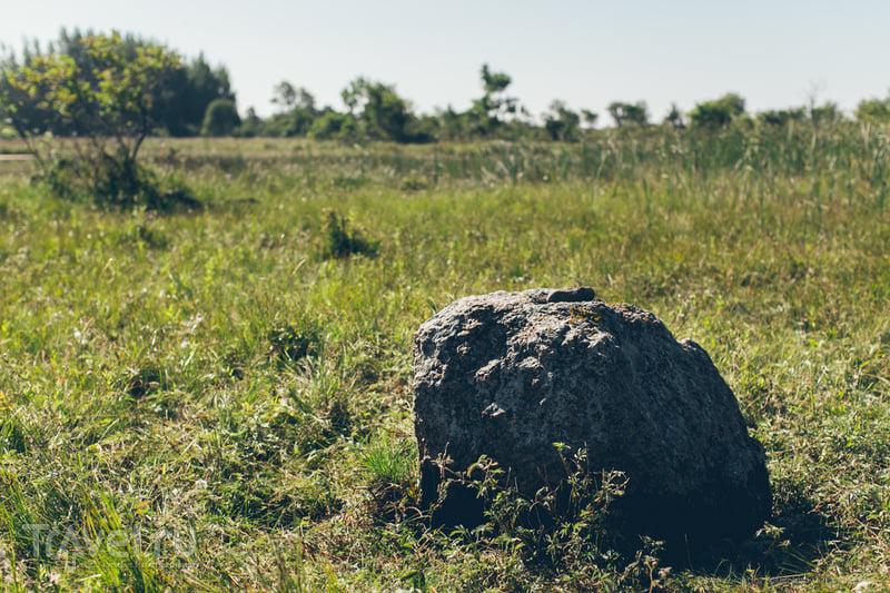 Могила Одина на острове Осмуссаар, Эстония / Фото из Эстонии
