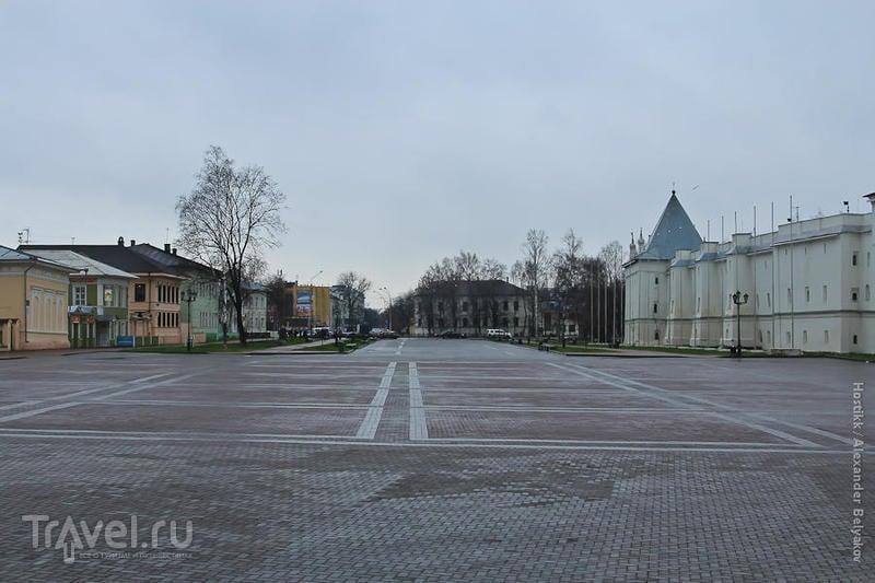 Площадь перед Софийским собором в Вологде, Россия / Фото из России