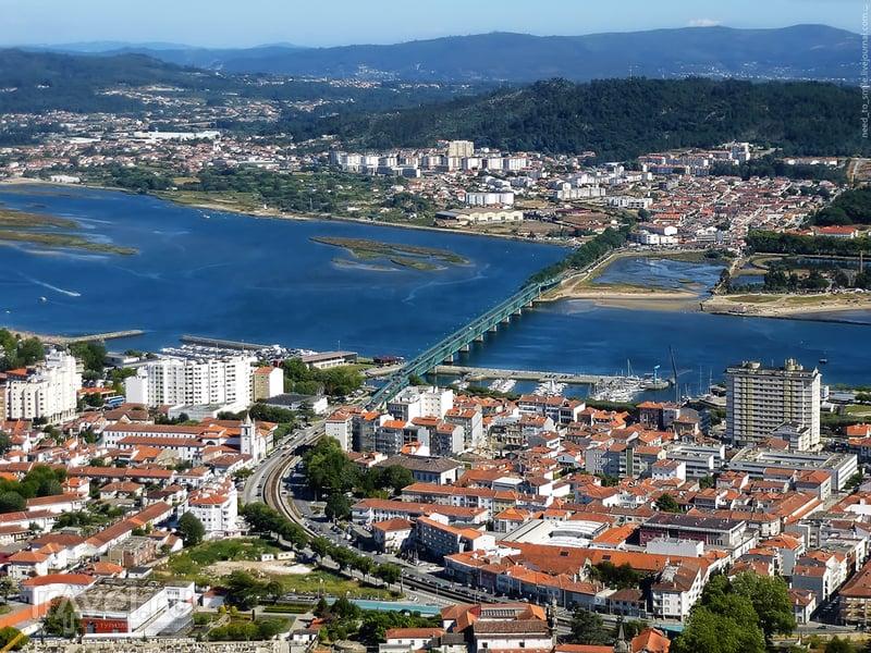 Виды с горы Санта Лусия в Виане-ду-Каштелу / Португалия