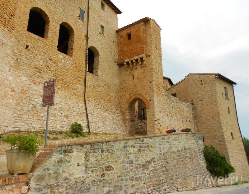 Замок Вестиньяно (Castello di Vestignano), Италия / Фото из Италии