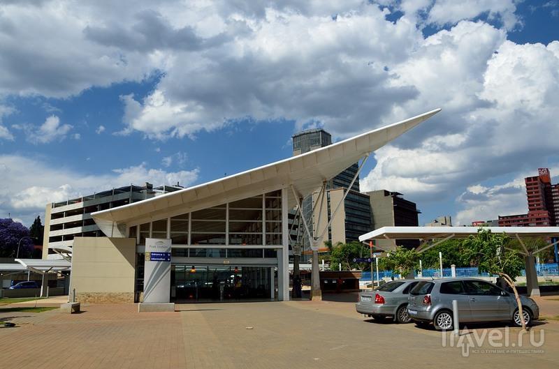 Станция Gautrain рядом с центральным вокзалом в Йоханнесбурге, ЮАР / Фото из ЮАР