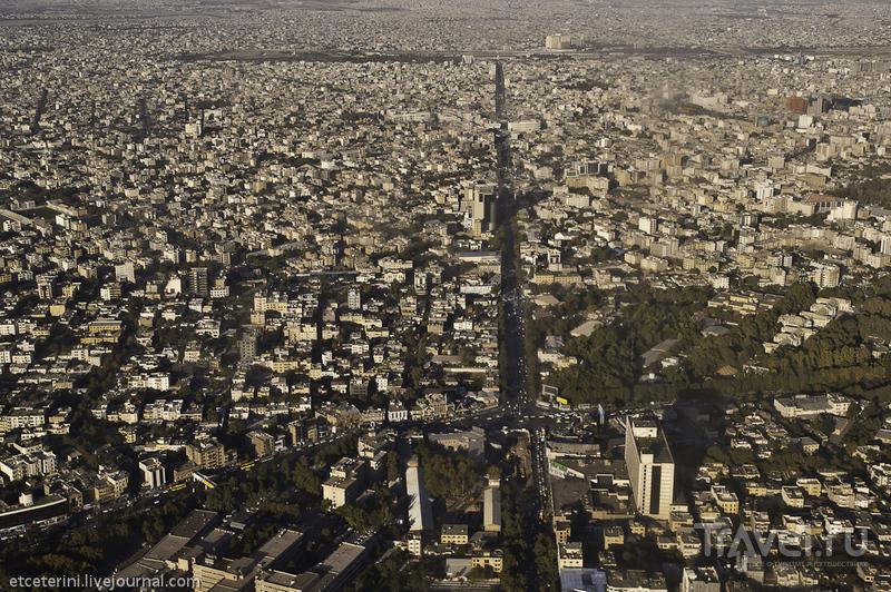 Пересечение улицы Ахмадабад и проспекта Данешгах в Мешхеде, Иран / Фото из Ирана