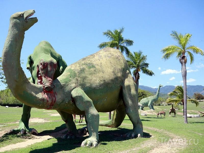 Фигуры динозавров на территории кубинского национального заповедника Баконао / Куба