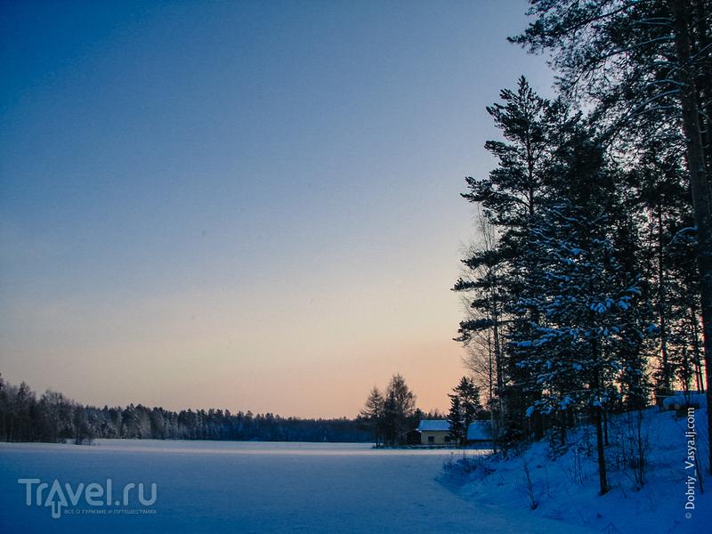 Новогодняя Финляндия: бунгало у зимнего озера / Финляндия