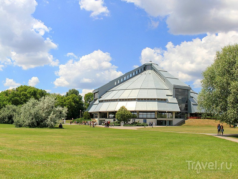 Для осмотра музейного комплекса можно арендовать гольф-кары, Венгрия / Венгрия