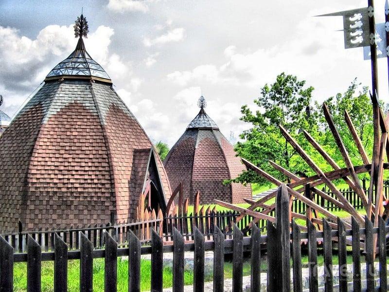 Юрты на территории этнографического парка Опустасер в Венгрии / Венгрия