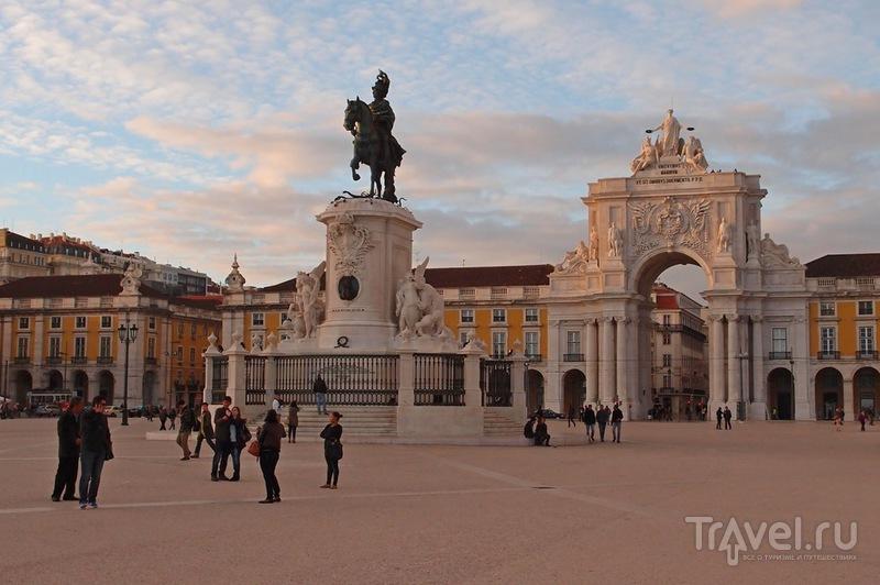 Дворцовая площадь в Лиссабоне, Португалия / Фото из Португалии