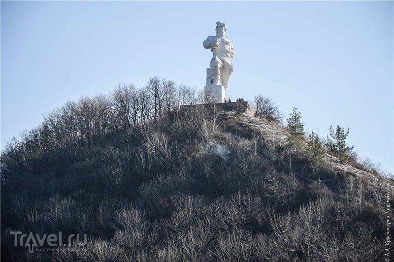Памятник Артёму в Святогорске, Украина / Фото с Украины